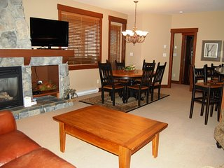 Big White Stonebridge Lodge 2 Bedroom Executive Condo with Hot Tub
