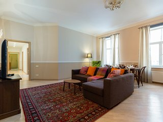 Superb Golden Triangle Apartment + English and French