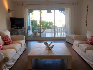Cote Chic, 1 BR- Gorgeous beach house 1st line ocean front