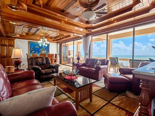 Gorgeous top-floor oceanfront views! Luxury condo w/ 3 pools. Family-friendly!