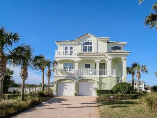 Bright & airy waterfront home w/ private pool , close to beaches