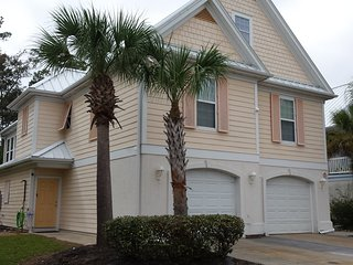 Open Apr & May Dates Reduced 5BR 4.5 BATH, 2 KICHENS 2 DENS, 2 GOLF CARTS