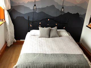 Modern luxury private 1 bedroom, private entrance Univ of Portland area
