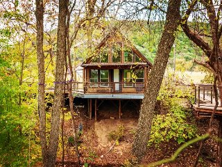 Thanksgiving Week Days still Available! Stunning Cabin by Guadalupe River!