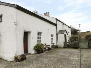 FELLSIDE COTTAGE, Coniston, Lakeland cottage, private parking, traditional