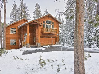 New Listing Fun-Filled 3BR Retreat w/ Lounge, Wet Bar & 2 Private Decks