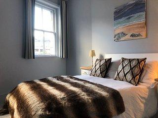 City Centre Apartment / 1 bedroom / 1 bathroom / sleeps 4