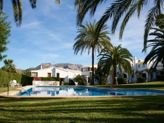 Stunning 2 Bed, 2 Bathroom house with mountain views and beautiful pool