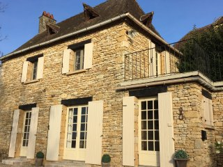 Gite Le Recoux - Charming Dordogne Holiday Cottage in Central Location