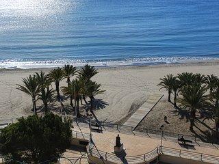 Apartamento Súper Primera Línea playa Santa Pola. Wifi