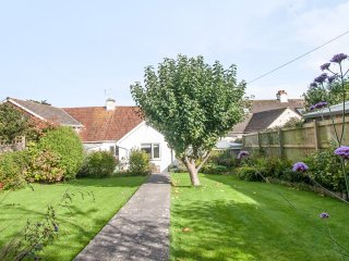 Redroof, a spacious family house. 10 minute walk to seafront. Dog friendly.