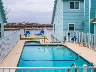 Dog-friendly condo w/ shared hot tub & pool, moments from beach & Schlitterbahn!