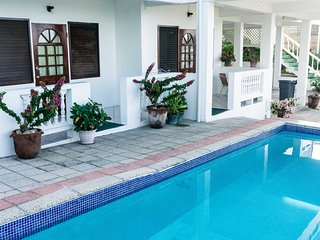 2-Bedroom Sea-View Apt, 3 mins walk from Malls