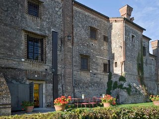 Pralungo Villa Sleeps 10 with Pool Air Con and WiFi - 5218575