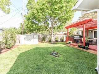 Quiet Luxury, Centrally Located Close to Transit