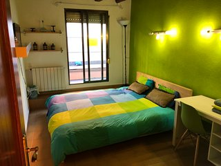 Double Room Gran Via - Sol - Callao (Green) WE RENT A ROOM, NOT THE ENTIRE APT.