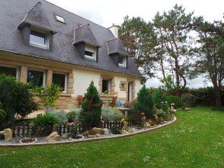 Grande maison (160m2)&jardin 3600m2 à 800m de la mer