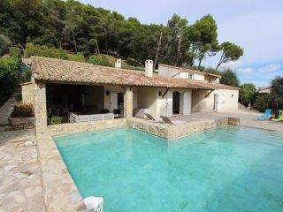 Belle villa situe dans un ecrin de verdure pour 9 personnes avec piscine