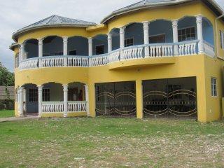 Jamaica 'Inn'ternational  4 bed house/flat with Pool