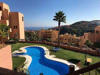 Flamingo Apartment - Spacious and Modern with Great Sea Views and Large Terrace