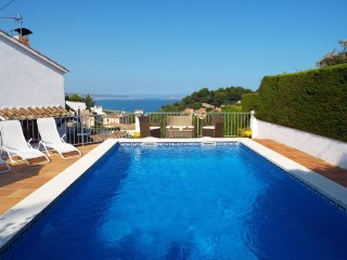 Villa with Private Pool and Stunning Sea and Mountain Views