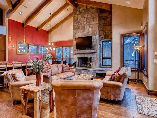 Lewis Ranch Lodge: Hot Tub, True Ski-In/Out, Pool Table, Theater