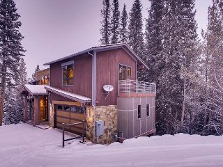 Baker House: Hot Tub, Pool Table, Ski Access, Shuttle