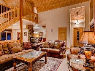 White Bear Lodge: Hot Tub, Great Views, Pool Table, Idyllic Mountain Setting