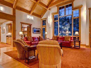 Timber Trail Lodge: Hot Tub, Luxury Ski-In/Out Home, Private Shuttle, Views