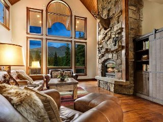 Timber Creek Retreat: New Hot Tub, 6 Bedrooms, Pool Table, Recently Updated!