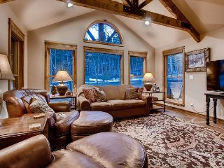 Lodge at Ski Hill: Recently Remodeled, Ski-in/Out, Hot Tub, Shuttle