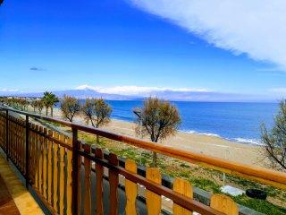Noemi HolidayHouse. Tra la sabbia l'abbraccio dell'Etna view