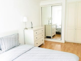 Bedroom 1: kingsize bed, drawers, double fitted wardrobe, black out blinds