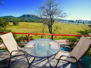 Alta Vista Condo Catalina: Luxury, location, views!