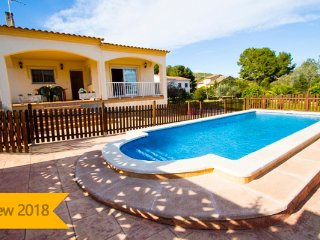 Catalunya Casas: Villa Mas Borras, nestled in the hills of Costa Dorada, only 3k