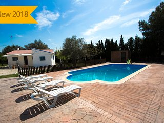 Catalunya Casas: Charming Villa La Juncosa for 8 guests only 20km from the beach