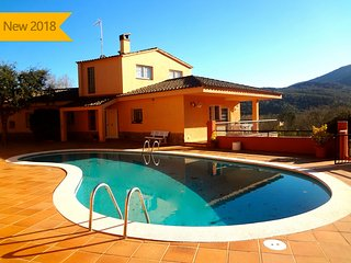 Catalunya Casas:  Glorious 5-bedroom villa for 10 people nestled in the hills of