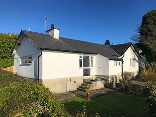 Bryn Llewelyn: Detached and Walking Distance to Beach, Cafes & Restaurants BOW09