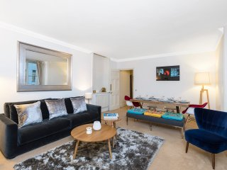 Superb & Spacious Baker Street Apartments 2 bedroom/2 bathroom - Free WiFi