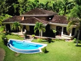 Villa DahlMar-Stunning Ocean & Rainforest Views!