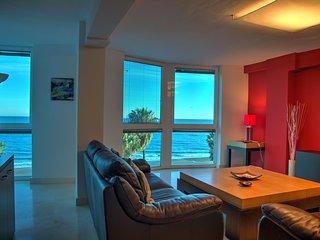 Kitchen & living room sea views.