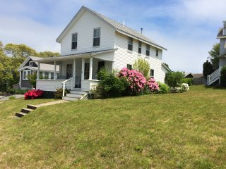 Falmouth Heights, 4BR, 1.5 BA, Sleeps 8, Lg. Yard, walk to beach