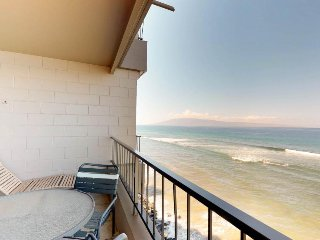 Condo w/ incredible ocean views, lanai & shared pool/hot tub - walk to beaches!