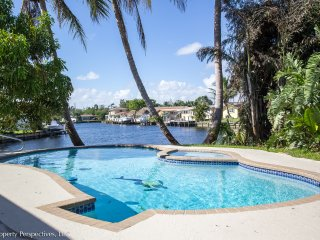 Waterfront | FREE Paddleboards | Heated Pool & HOT TUB