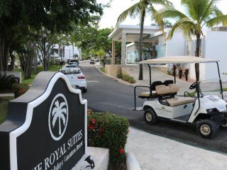 VIP ALL-INCLUSIVE PACKAGE BLACK BRACELET GOLF CART ONLY BY REAL ESTATE OWNERS