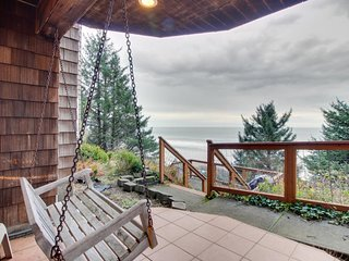 Charming, historical, dog-friendly home with gorgeous ocean views