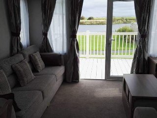 Luxury caravan on the lakeside at Lakeland flookburgh