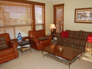 Big White Stonebridge Lodge 1 Bedroom Executive Condo with Hot Tub