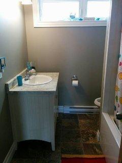 Bathroom #2 - full tub