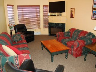 Big White Eagles Resort Huge #513: 3 Bedroom + Loft in Prime Location!